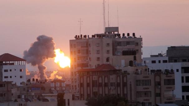 bombe-gaza-pioggia_16112012