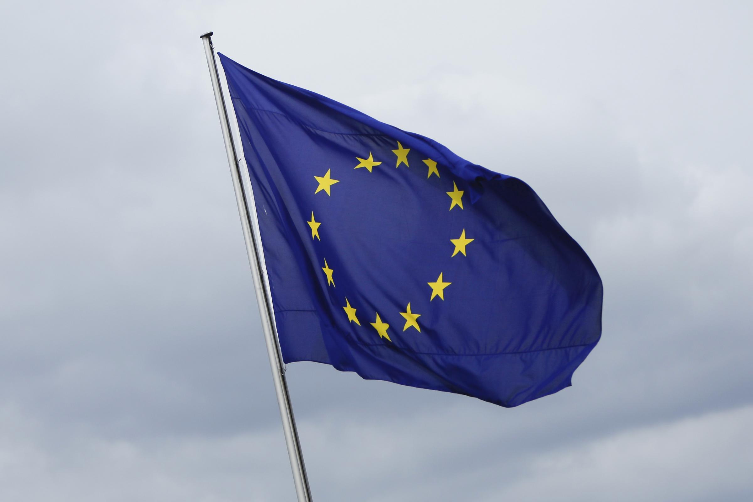 euro-campiglio-europa-bandiera-crisi-jpg-crop_display