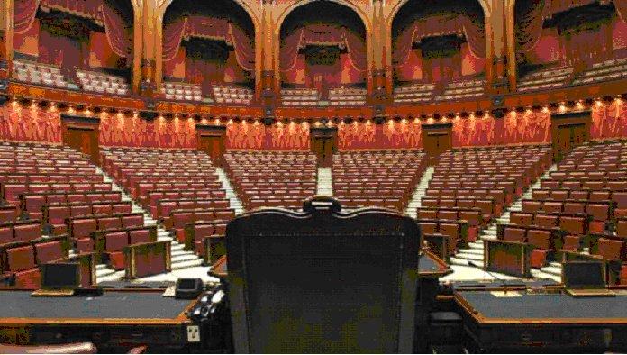 parlamento-in-ferie